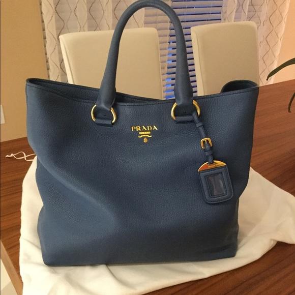 c5ee97875c07 PRADA Saffiano large tote bag. M 5b9471aebaebf6eaca4dcb19